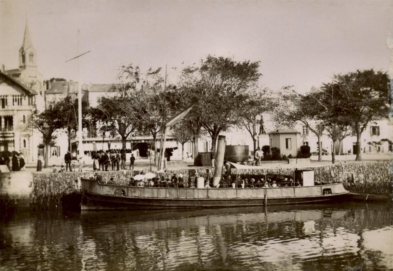 photos photo vieux bateaux dans le port de pornic
