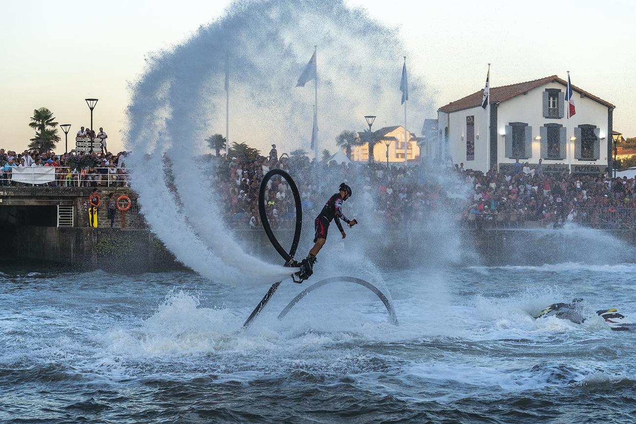 Le magnifique show de flyboard par l'équipe Zapata
